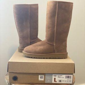 UGG Australia classic tall ll Boots new in box !